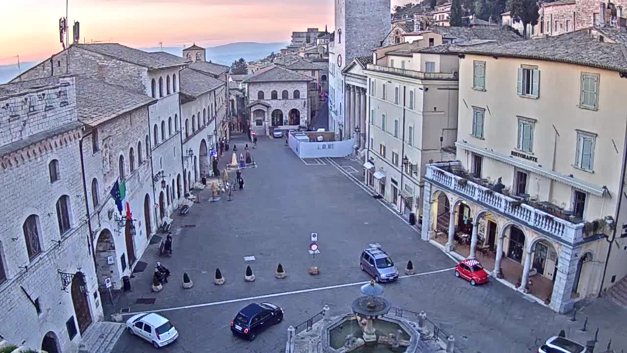 Webcam Assisi, Piazza del Comune - Umbria Webcam