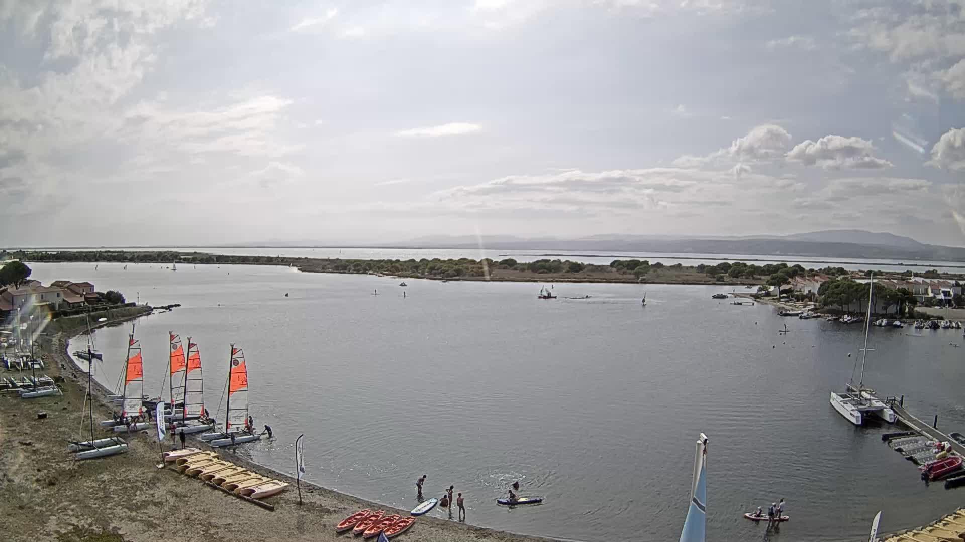 Веб камера Бассейны в Ле Баркарес на побережье Балеарского моря