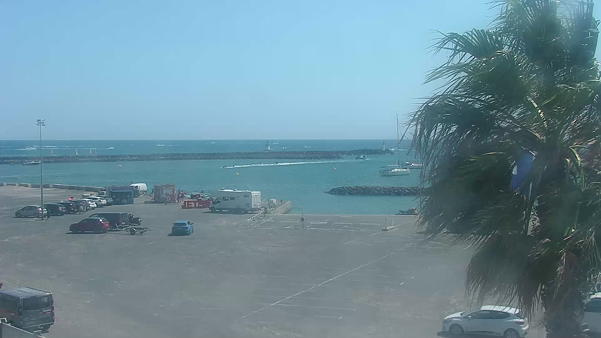 Live webcam cap d 39 agde entr e du port for Cap d agde jardin d eden