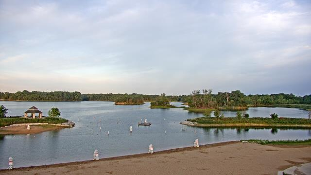 Crystal Lake, Illinois Mon. 06:10