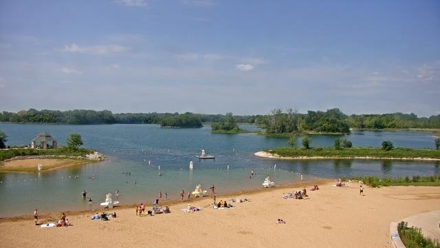 Crystal Lake, Illinois Mon. 11:10