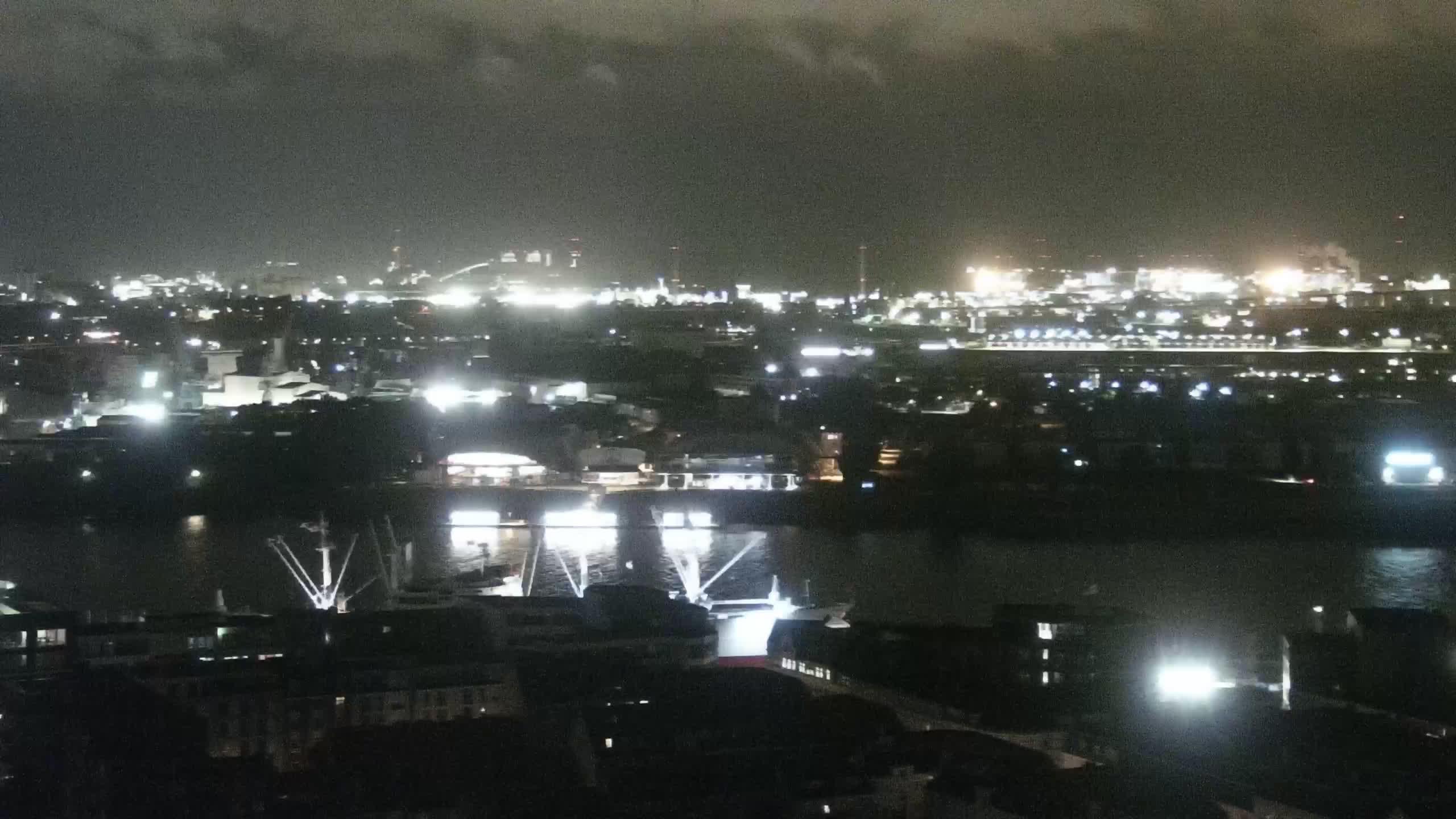 Hamburg Tue. 01:15