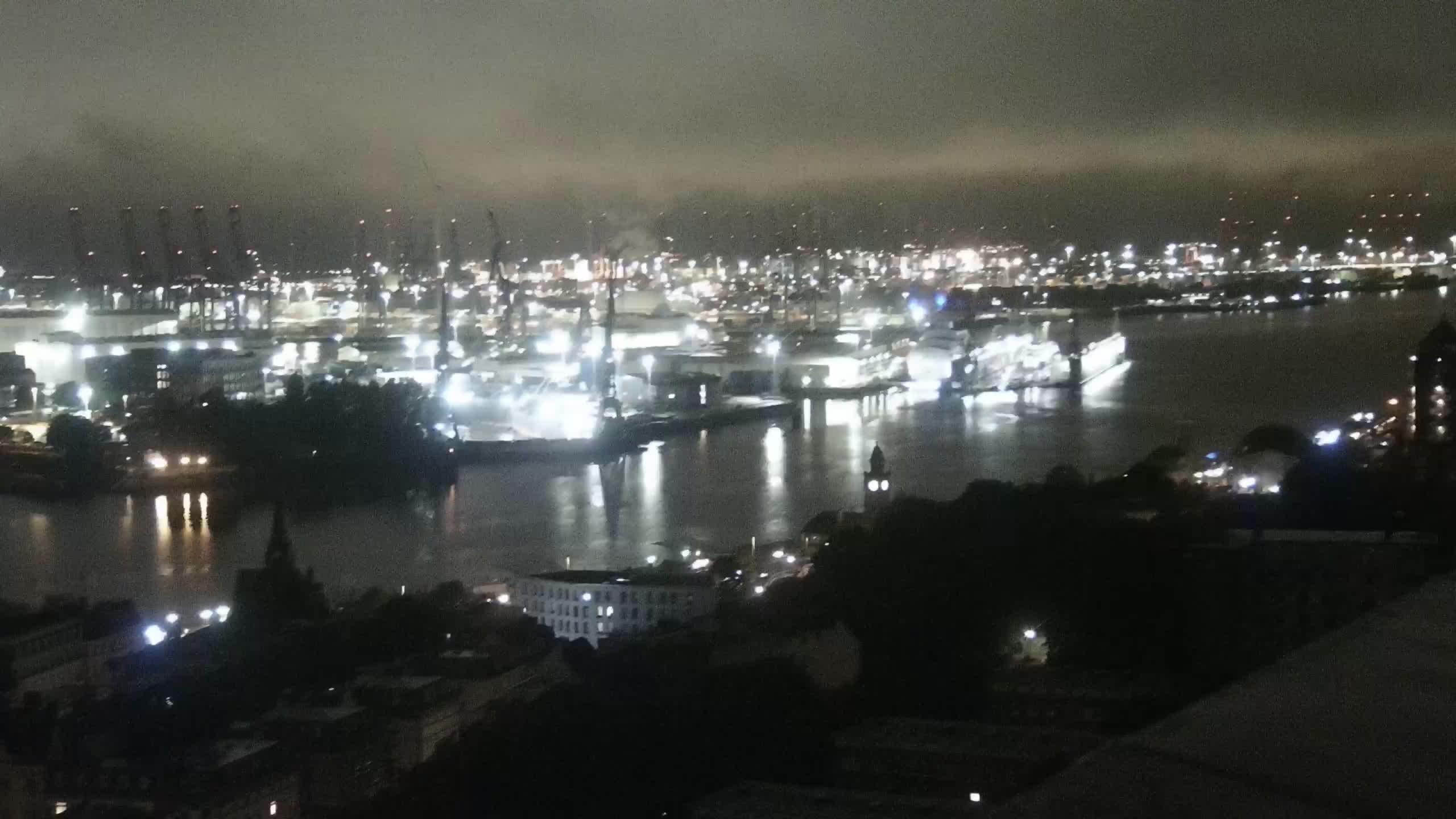 Hamburg Tue. 03:15