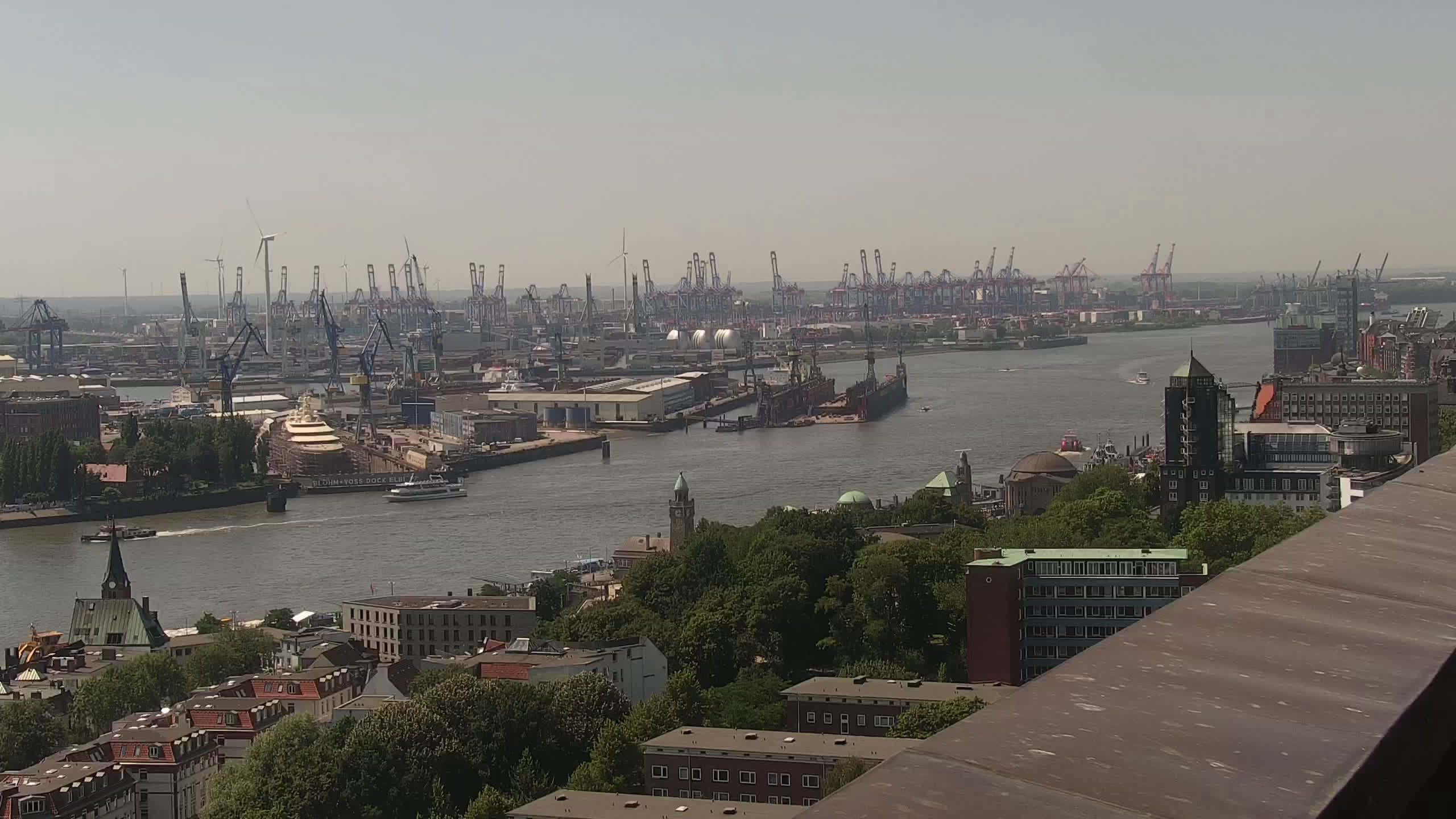 Hamburg Mon. 13:15