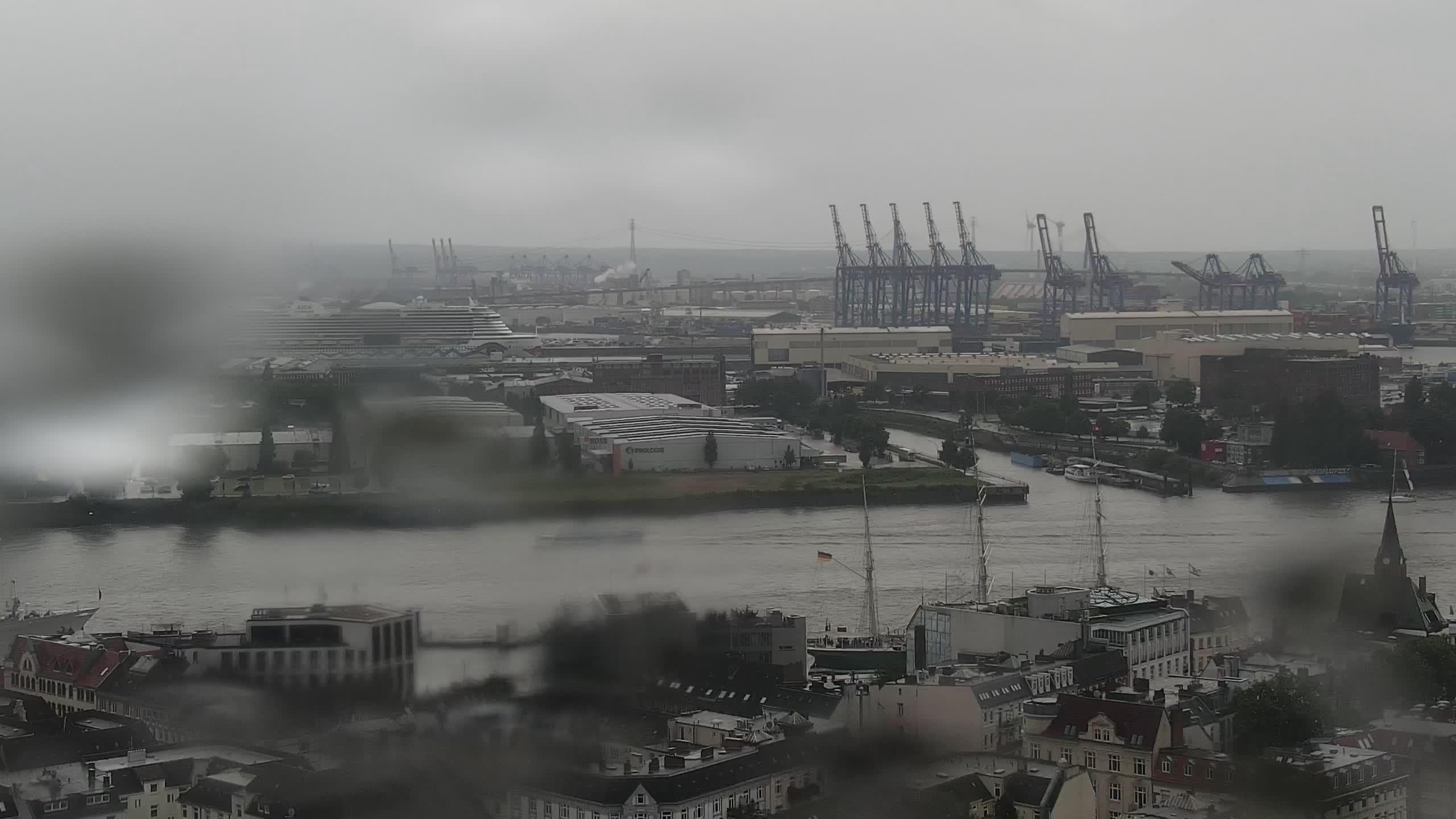 Hamburg Mon. 14:15