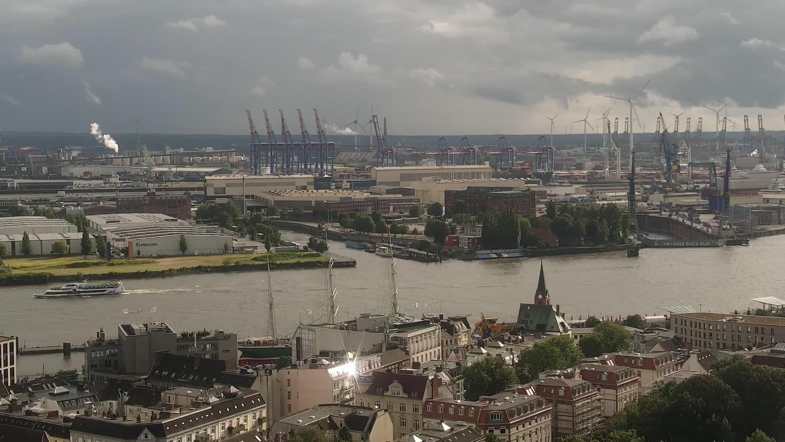 Hamburg Mon. 18:15
