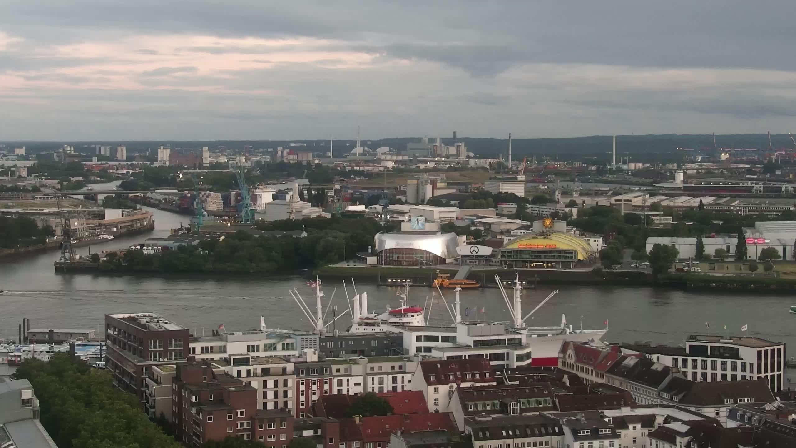 Hamburg Mon. 21:15