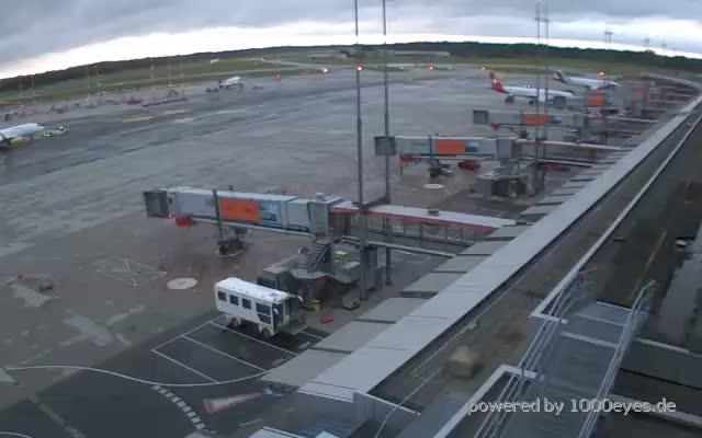 live webcam hamburg hamburg airport. Black Bedroom Furniture Sets. Home Design Ideas