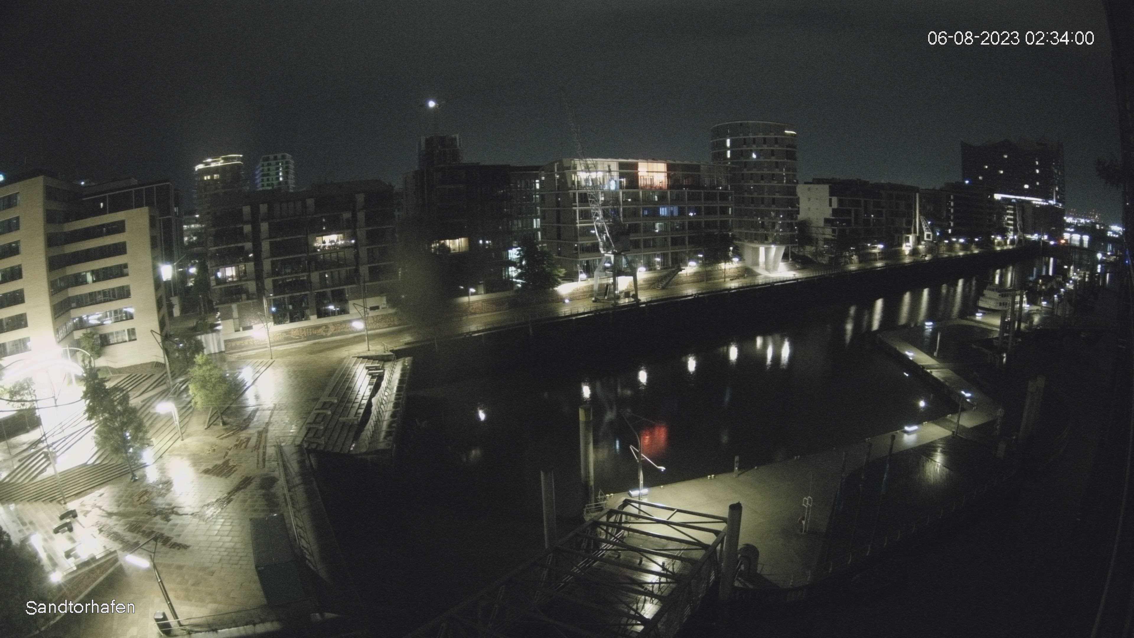 Hamburg Thu. 02:35