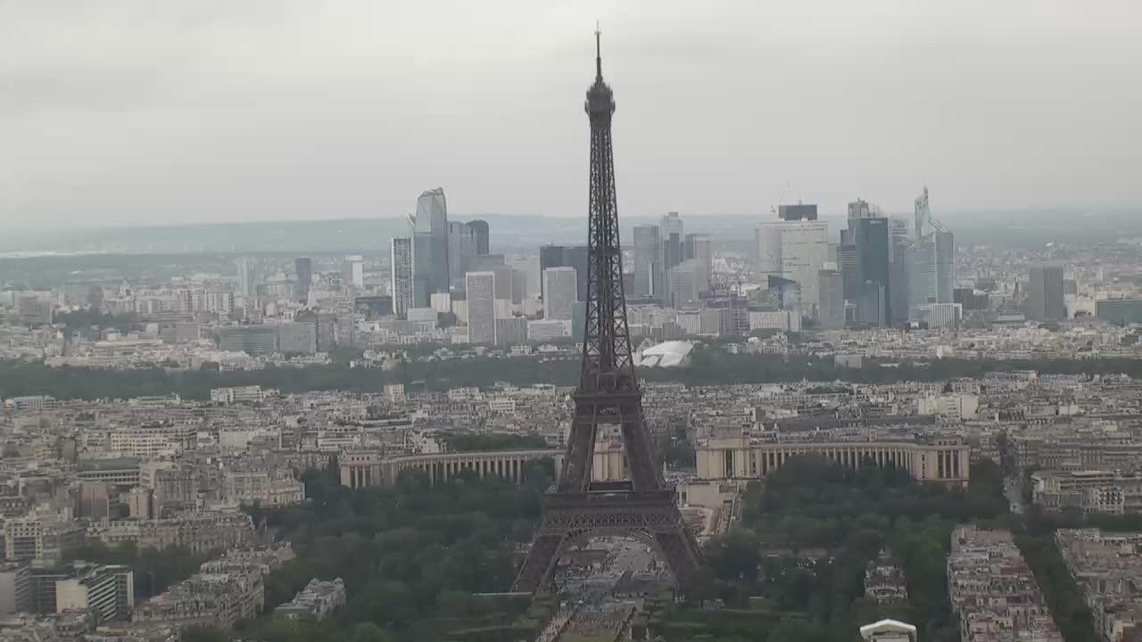 Paris Mon. 15:10