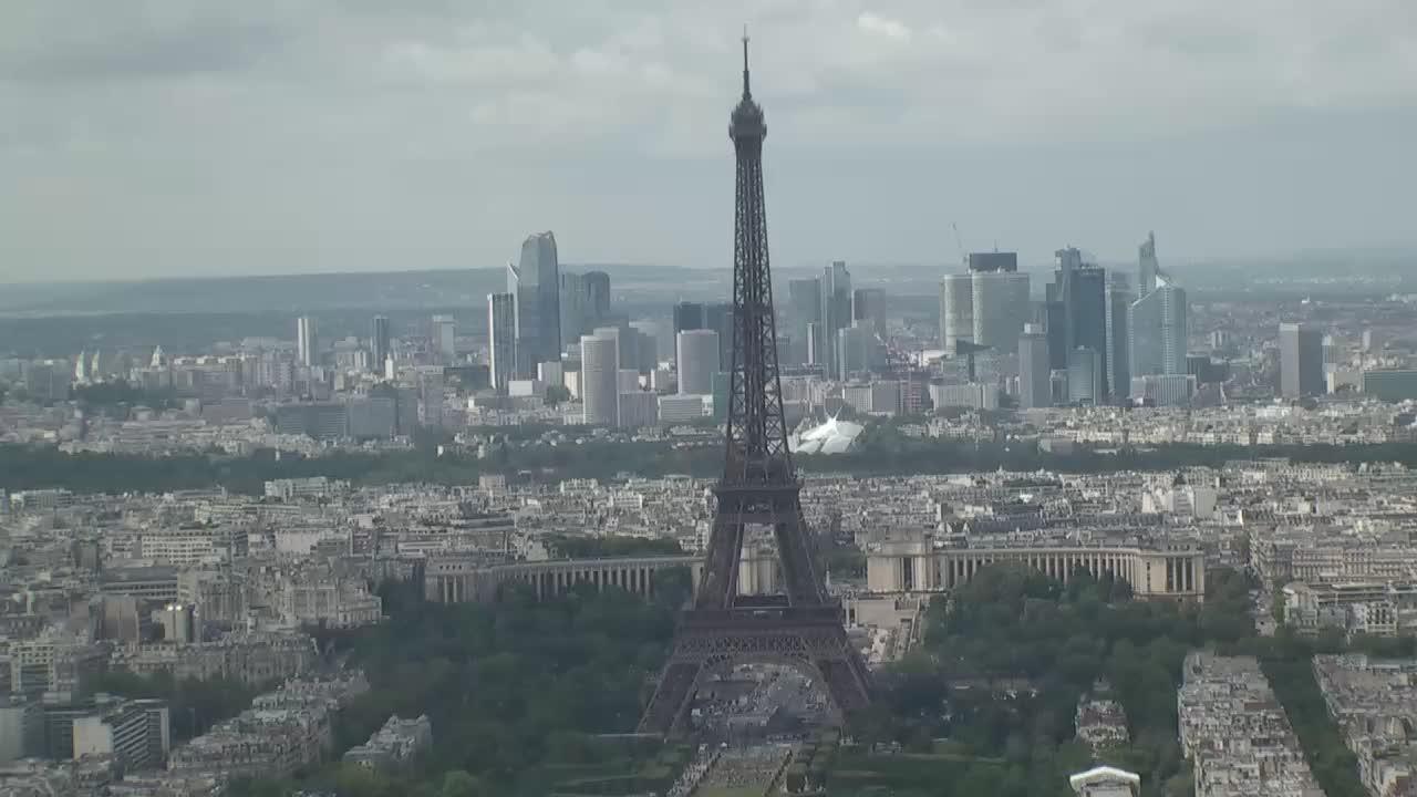 Paris Sun. 16:10