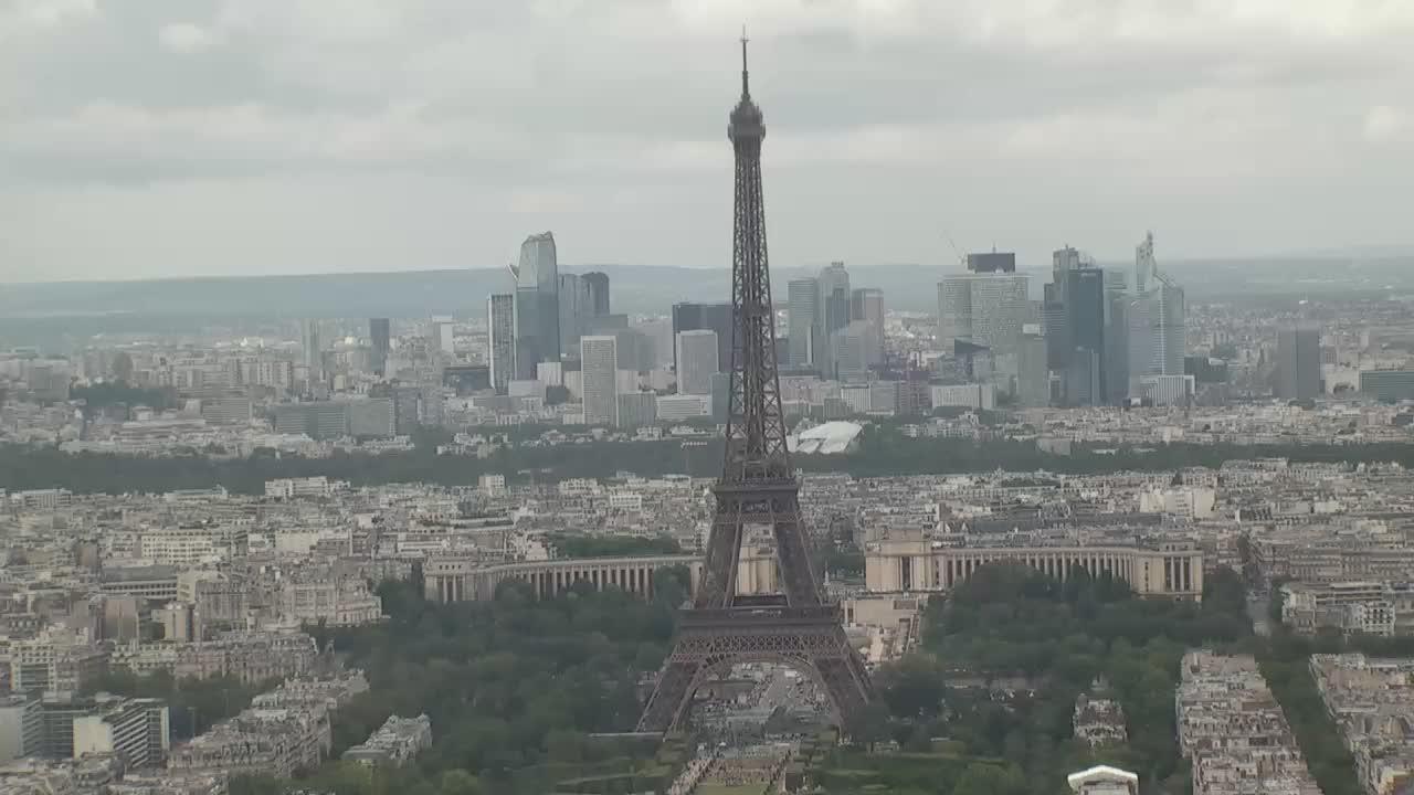 Paris Sun. 17:10