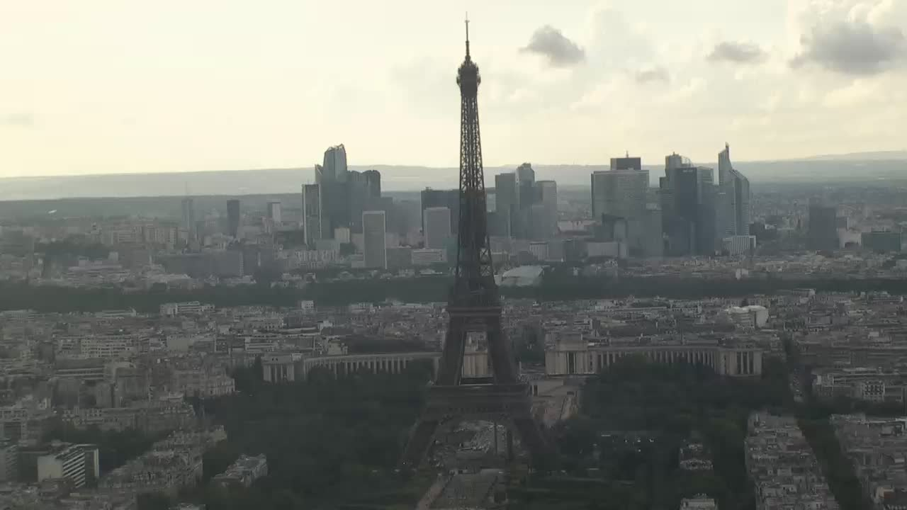 Paris Sun. 20:10