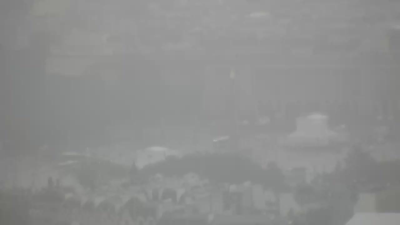 Paris Mon. 10:10