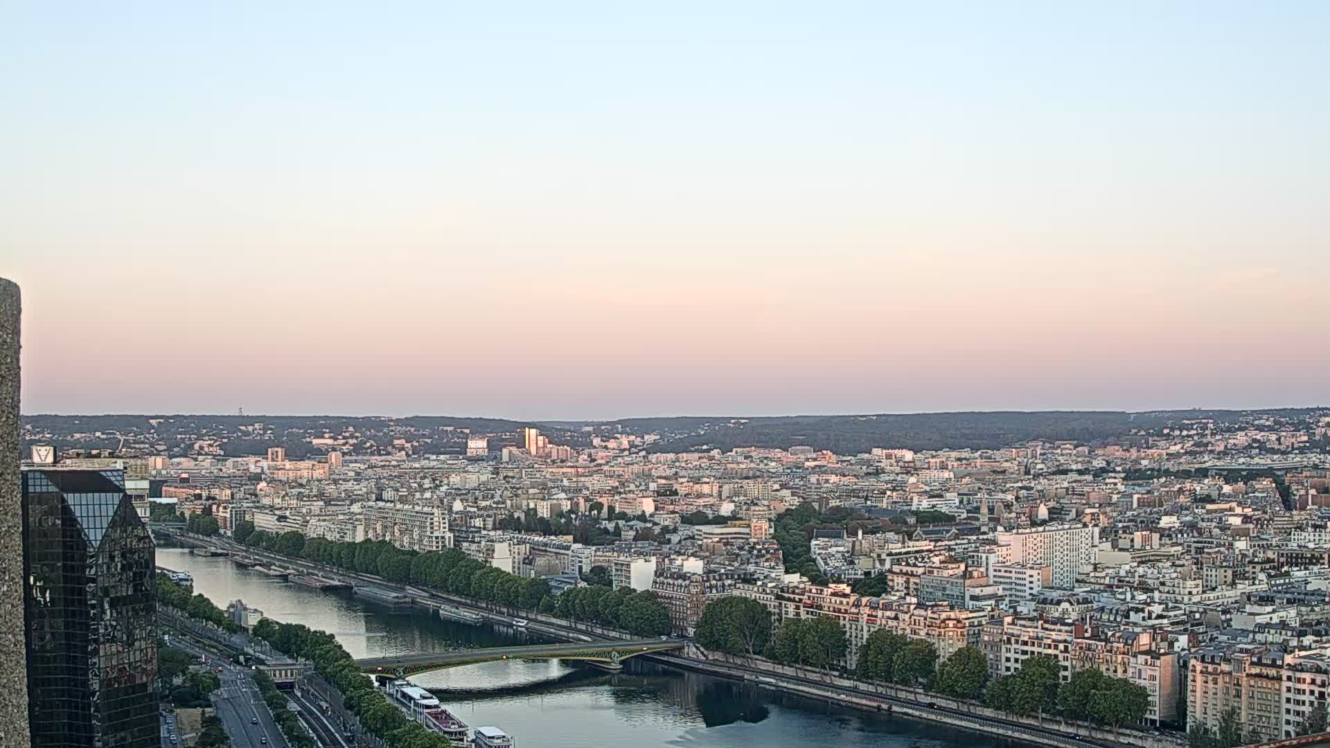 Paris Sat. 06:23