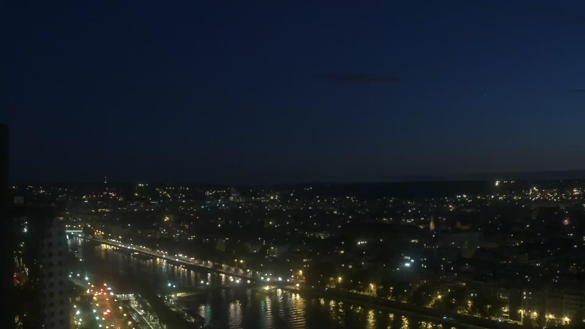 Paris Fri. 22:23