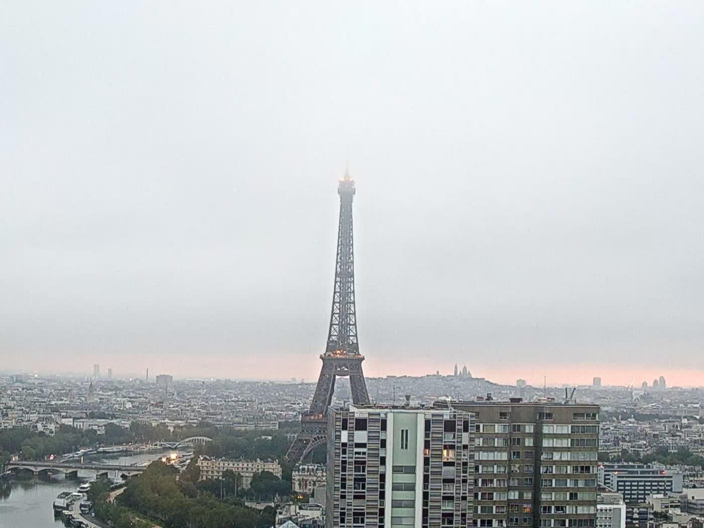 Paris Fri. 06:22