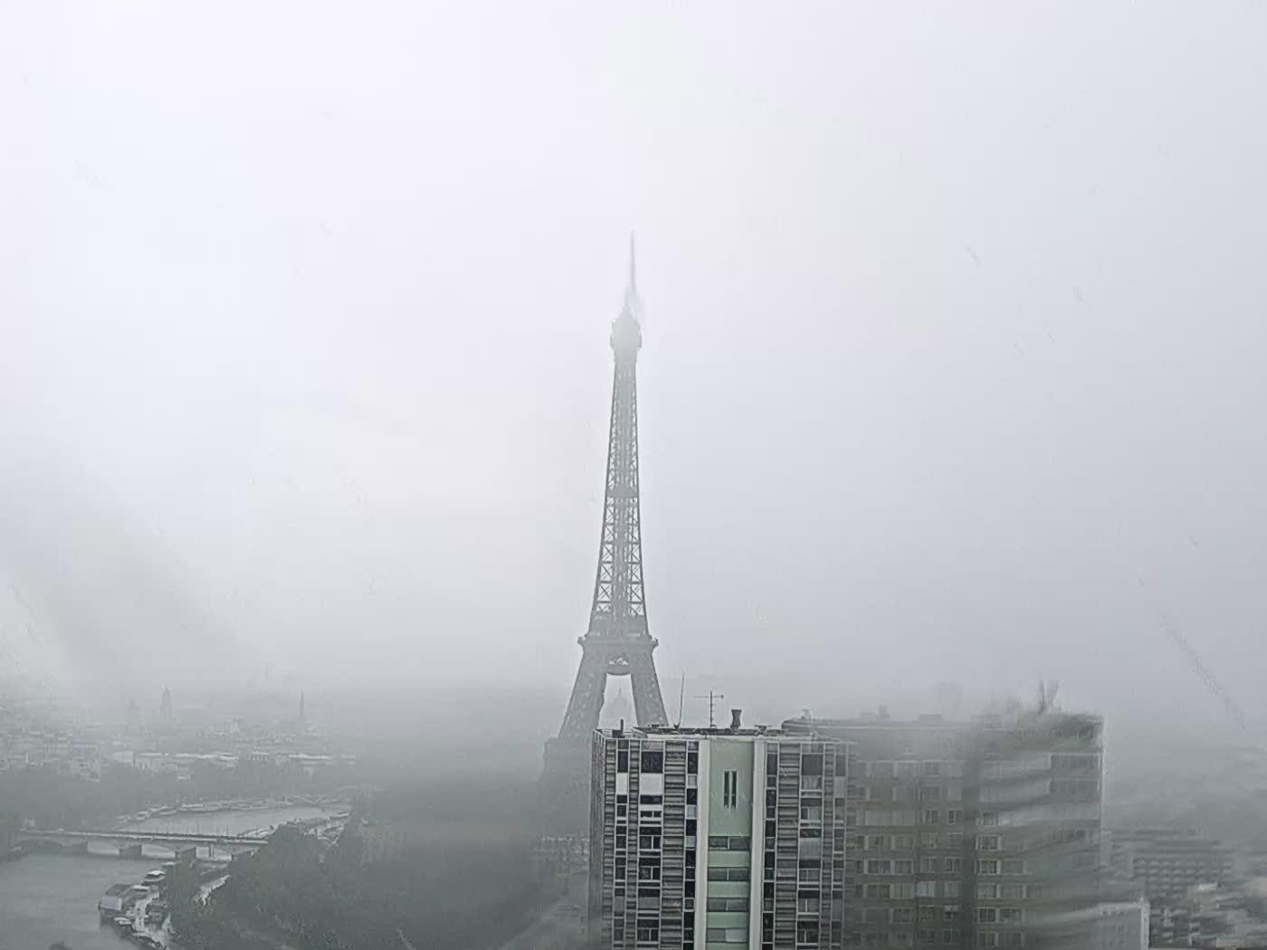 Paris Thu. 15:22