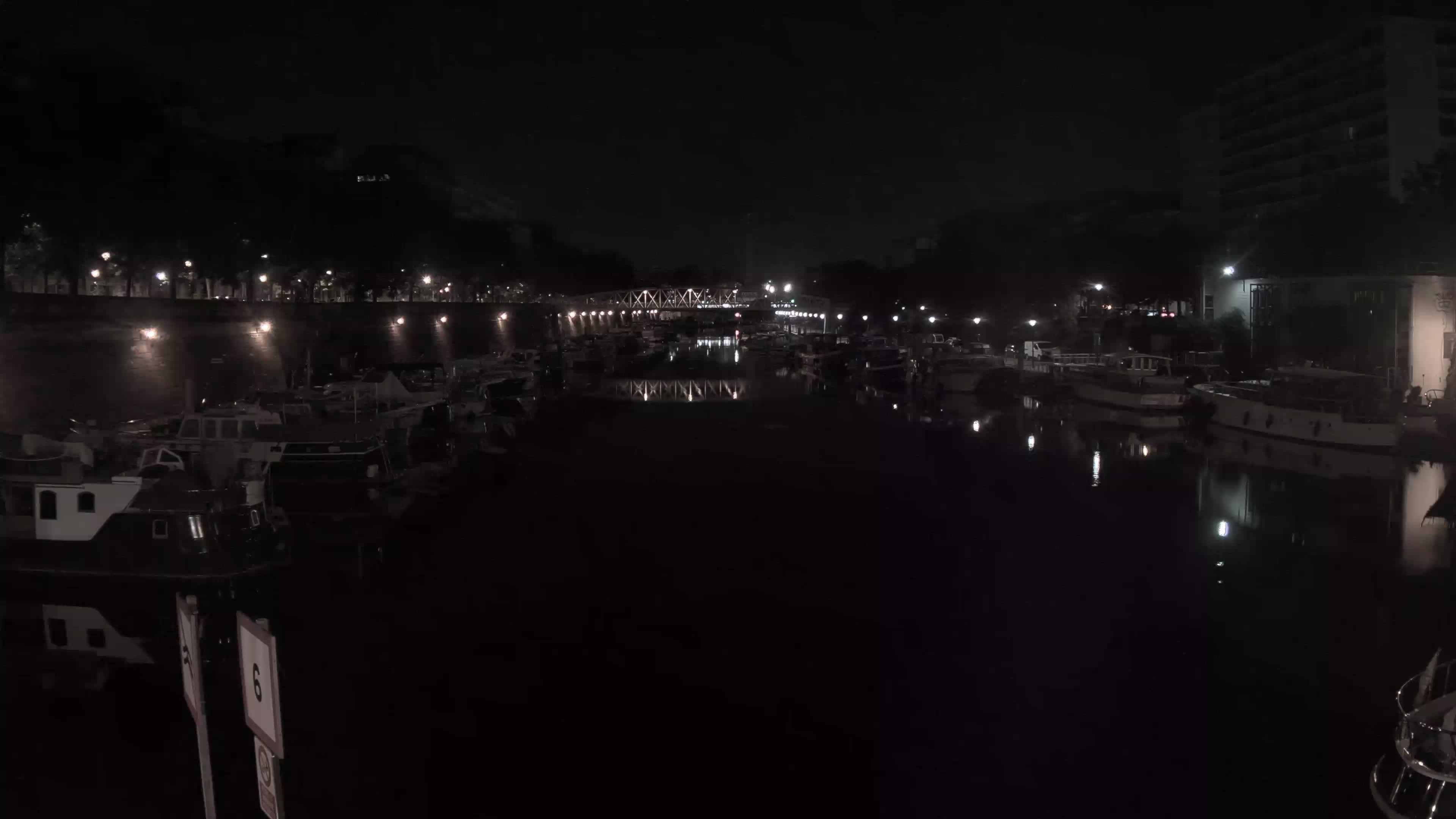Paris Sa. 03:36