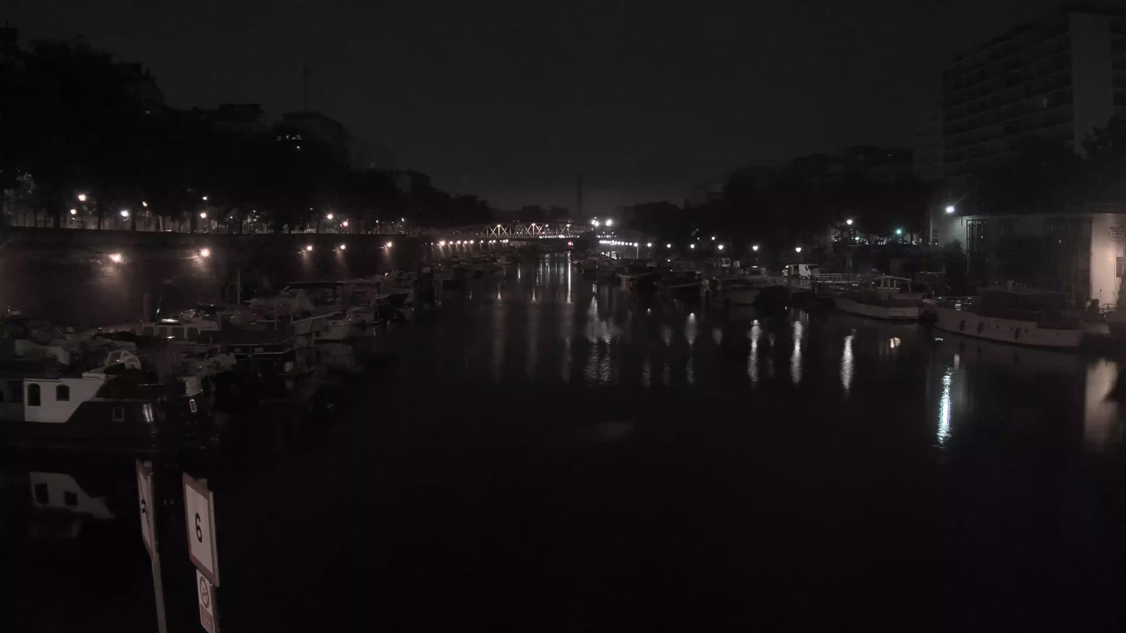 Paris Sa. 04:36