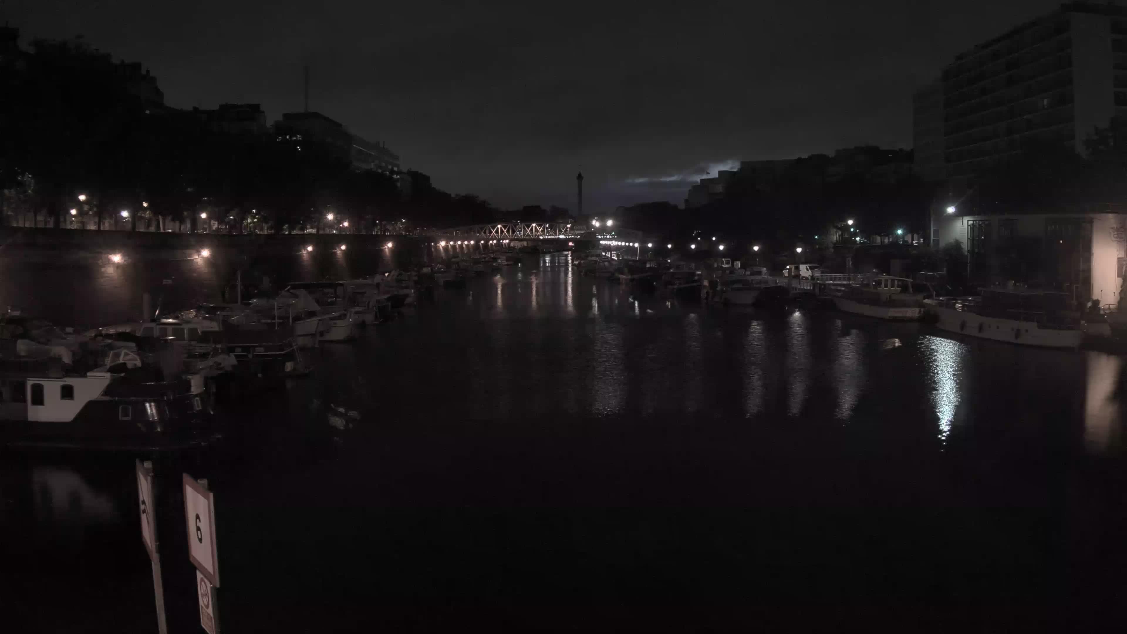 Paris Sa. 05:36