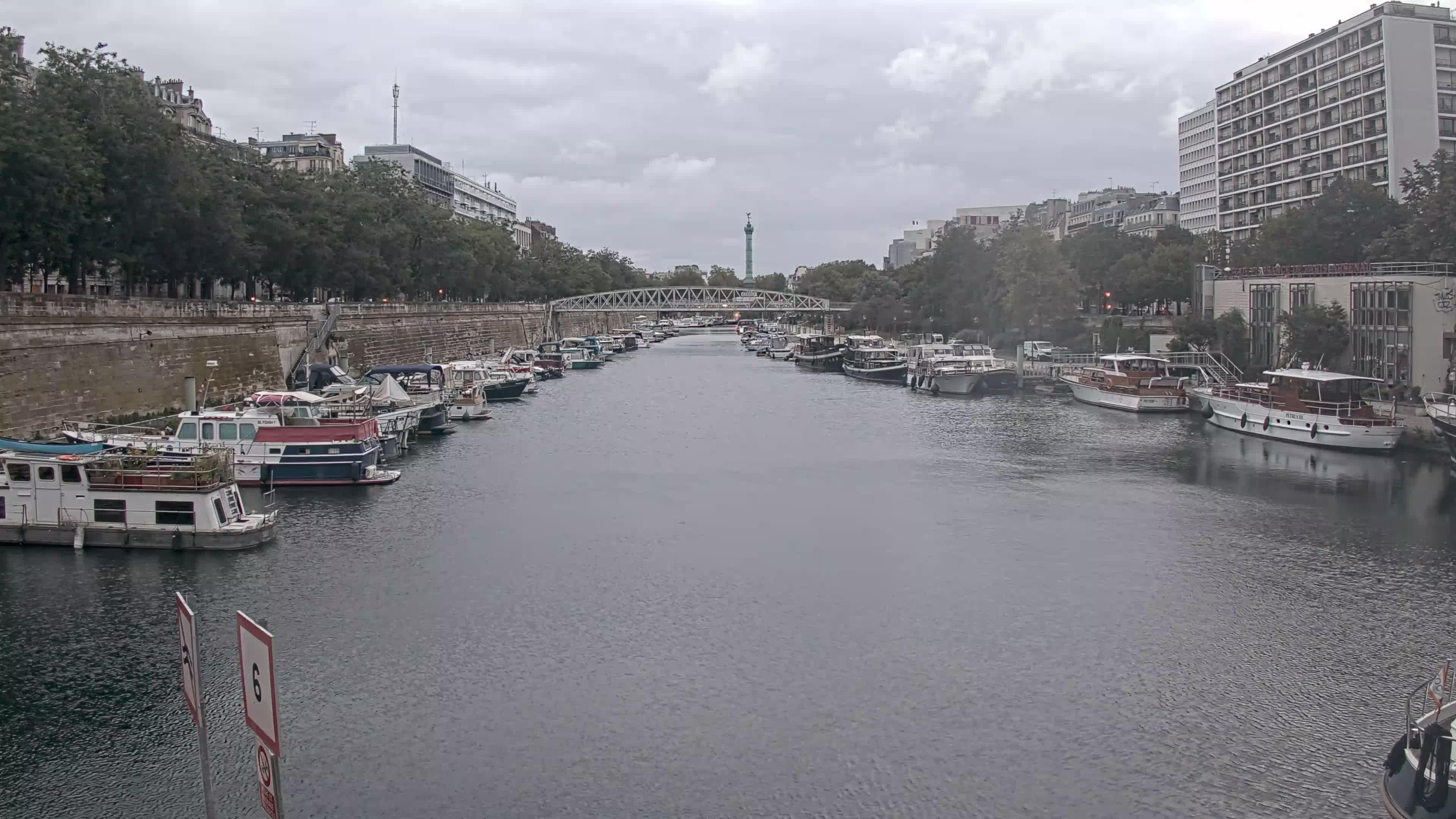 Paris Sa. 06:36