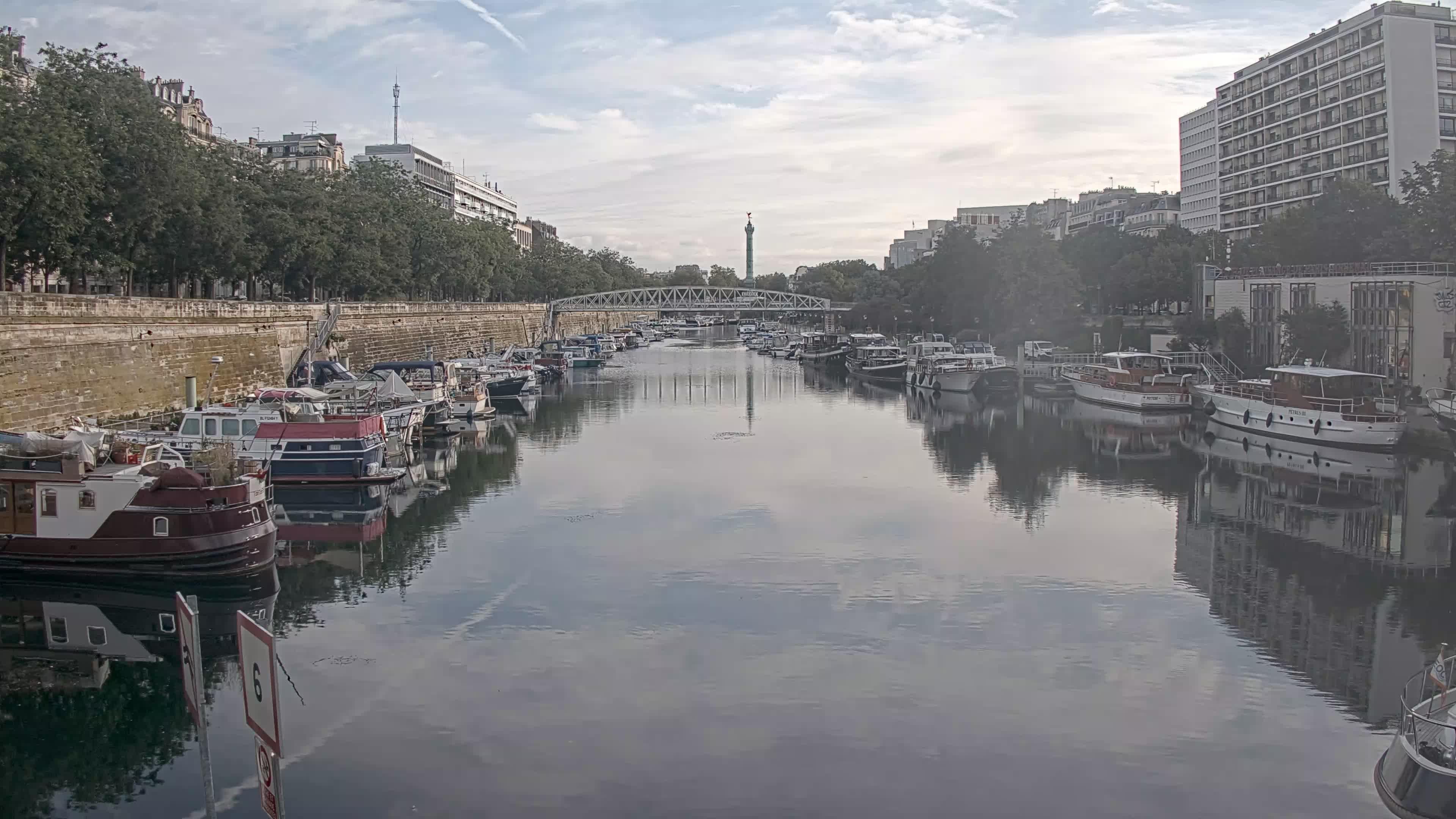Paris Sa. 08:36