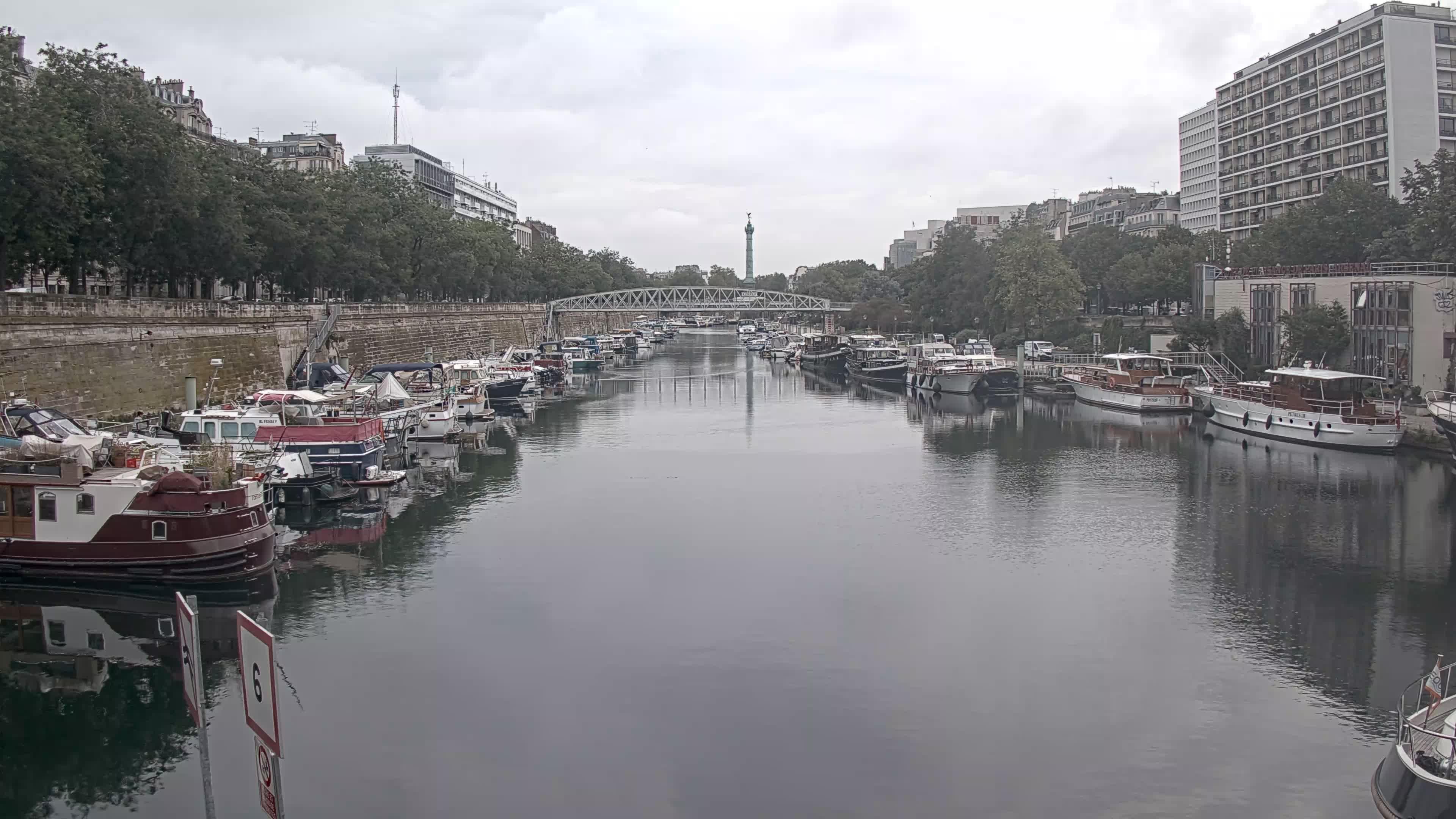Paris Sa. 09:36