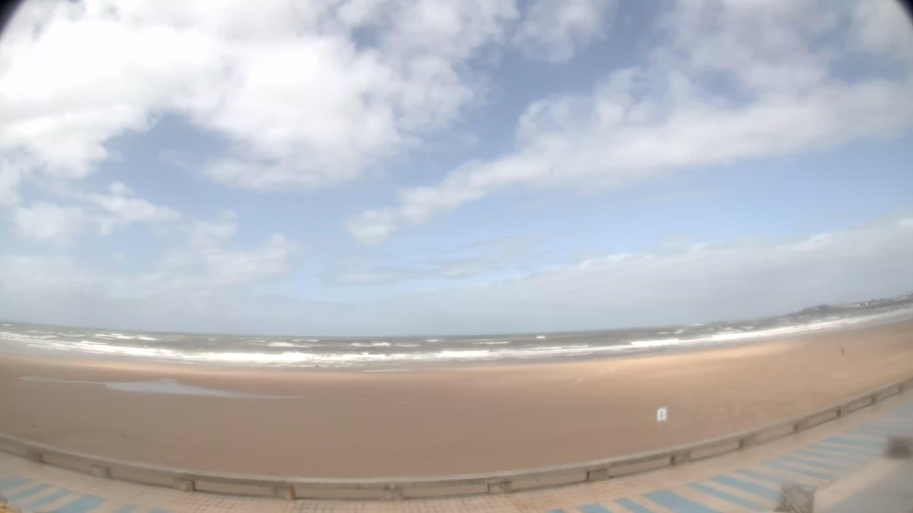 Saint gilles croix de vie plage webcam galore for Monsieur bricolage saint gilles croix de vie