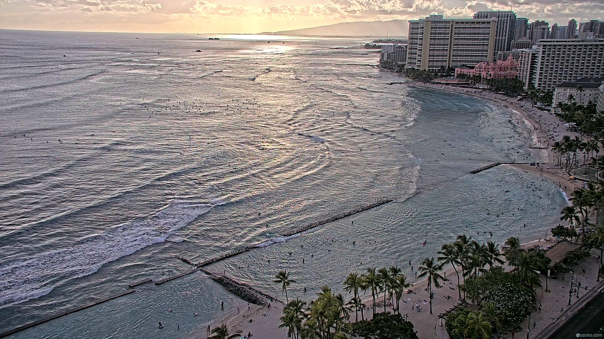 Waikiki Beach, Hawaii Fri. 18:16