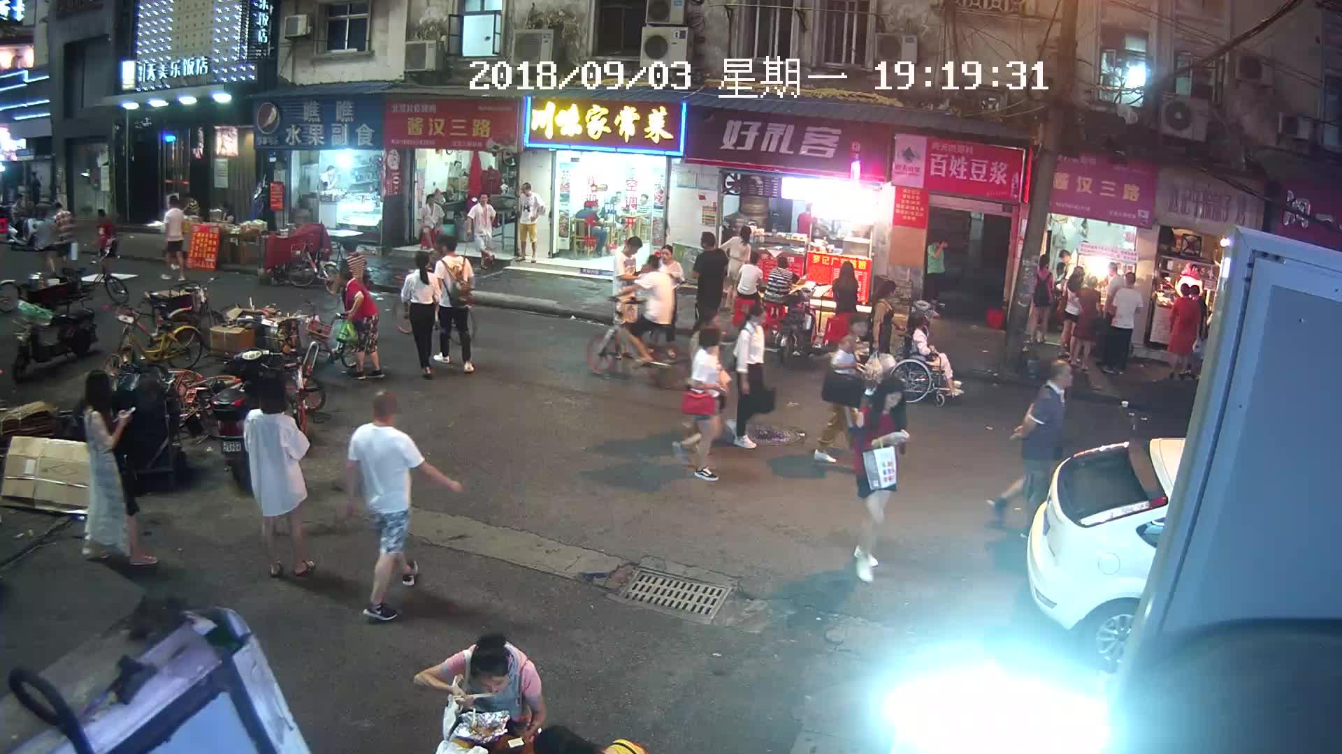 Webcam Wuhan: Jianghan 3rd Road, Jianghan District